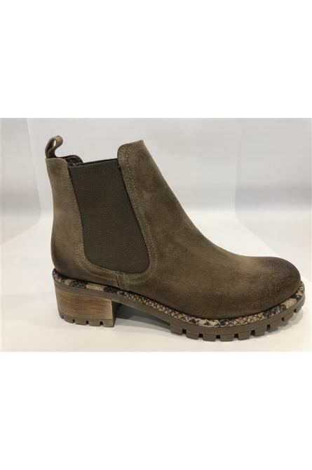 boots minka design taupe